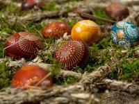 Ekologiczne pisanki – naturalne sposoby barwienia jaj