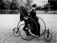 Z wiatrem we włosach, czyli rowerem przez wieki