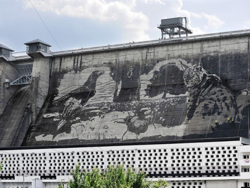 Mural najwi kszy mural na wiecie na tamie nad jeziorem for Mural na tamie w solinie