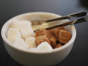 """""""Zastąp cukier. Cztery słodkie kroki do zdrowia"""", czyli książka o tym, jak unikać słodkich pułapek?"""