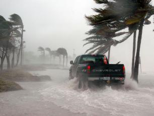 Śmiercionośnych huraganów będzie coraz więcej
