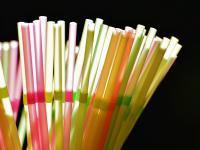 Bruksela wypowiada wojnę plastikowym słomkom