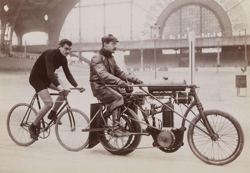 Paul Dangla za Pacemakerem Mariusem Thé w Vélodrome d'Hiver (1903/04)