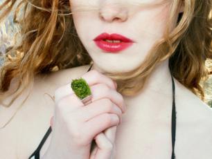 Biżuteria ekologiczna: pierścionek z trawą