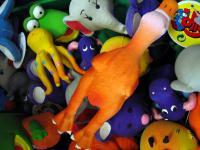 Zabawki bezpieczne i zdrowe. Co kupić dziecku pod choinkę?