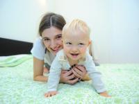 Moda na macierzyństwo. Supermodelka o ekologicznym wychowaniu dziecka