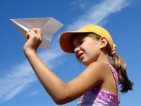 Meble z kartonu, zabawki, wieszaki, a nawet dom. Co można zrobić z papieru?