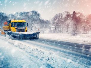 Zimowe odśnieżanie.  Czy sól na drogach to najlepszy sposób?