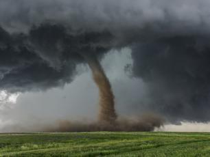 Największe huragany, tornada i trąby powietrzne w Polsce i na świecie