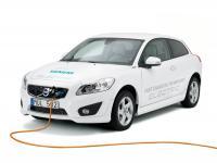 Volvo - ładowanie w 90 minut i mocny silnik