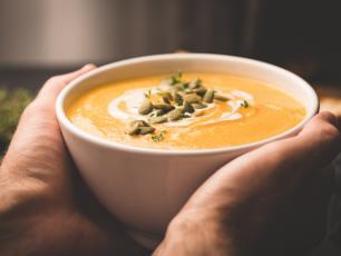 Ta zupa z dyni poprawi humor i rozgrzeje