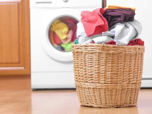 Dlaczego warto prać nowe ubrania?