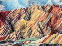 Naturalne kolorowe góry na świecie - opis i zdjęcia