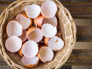 Dlaczego nie warto wyrzucać skorupek od jajek?
