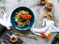 Spaghetti z kwiatami cukinii