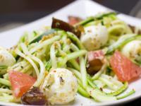 Jak zrobić spaghetti z warzyw? Pomysł na warzywne spaghetti z dyni, cukinii i marchewki