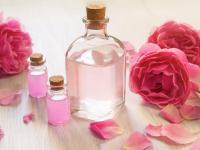Woda różana - właściwości, działanie i zastosowanie wody różanej
