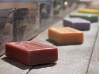 Jak naturalna formuła oparta na mydle marsylskim pomoże w wiosennych porządkach?