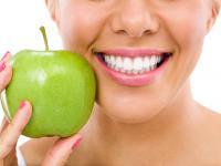 Co jeść, żeby mieć zdrowe i białe zęby?