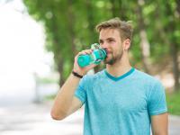 Jakie napoje najlepiej ugaszą pragnienie letnią porą?