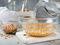 Dlaczego warto moczyć nasiona i orzechy?