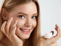Postaw na kosmetyki naturalne w drogerii Super-Pharm!