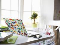 Naklejki na laptopa – dekoracja, która zmieni Twoją codzienność
