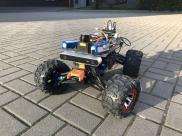 Studenci z Politechniki Wrocławskiej skonstruowali przystosowanego do jazdy w terenie autonomicznego robota potrafiącego omijać przeszkody i samodzielnie znajdującego drogę do celu (fot. KN KoNaR)