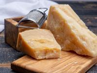 Ser parmezan - właściwości, skład i zastosowanie sera parmezanu