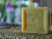 Mydło marsylskie – właściwości, skład i zastosowanie mydła marsylskiego