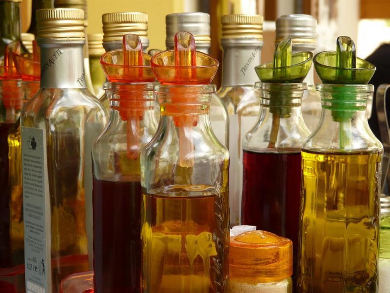 Различные виды уксуса в бутылках;  источник: pixabay.com