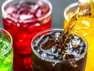 Kolejny powód, by unikać słodkich napojów