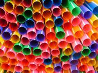 Koniec plastikowych sztućców, talerzyków i słomek!