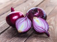 Cebula czerwona warzywo – właściwości, witaminy i wartości odżywcze cebuli czerwonej