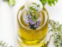 Olejek tymolowy (tymiankowy) – właściwości i działanie. Jak stosować olejek tymolowy?