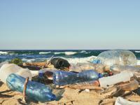 Plastikowe śmieci zalewają dziewicze plaże w Australii