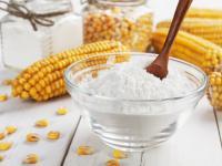 Skrobia kukurydziana – czy warto ją stosować w kuchni?