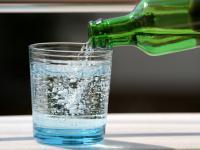 Woda gazowana (sodowa) – właściwości, działanie i wykorzystanie wody gazowanej