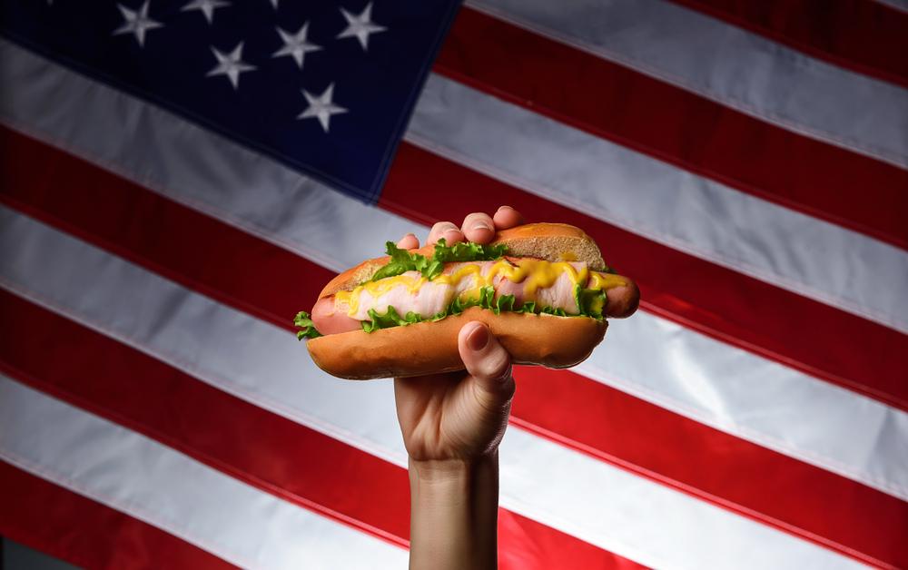 Hot dog – właściwości, skład i rodzaje hot dogów