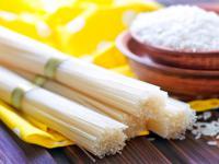Makaron ryżowy – właściwości, skład i wykorzystanie makaronu ryżowego