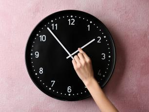 Czas na zmianę czasu! W weekend pośpimy godzinę dłużej