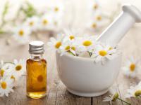 Olejek rumiankowy – właściwości i działanie. Jak stosować olejek rumiankowy?