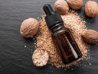 Olejek muszkatołowy ‒ właściwości i działanie. Jak stosować olejek muszkatołowy?