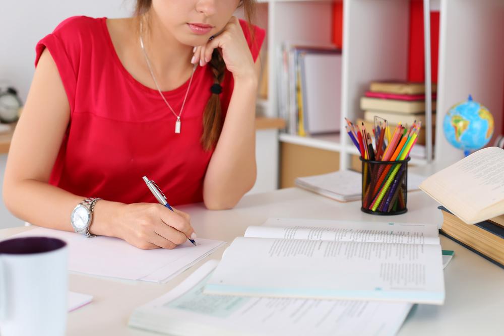 Eseje zamiast wypracowań: jak odróżnić i kto pomoże w napisaniu