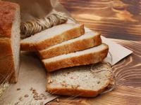 Chleb pszenny – delikatny i puszysty. Ale czy na pewno zdrowy?