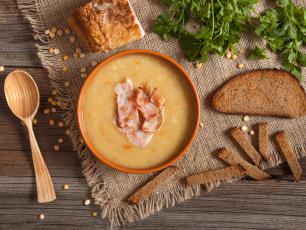 Tania, pożywna i łatwa w przygotowaniu. Taka właśnie jest zupa grochówka