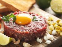 Surowy przysmak - czy jedzenie tatara jest bezpieczne dla zdrowia?