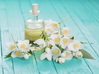 Olejek jaśminowy – aromatyczny eliksir młodości
