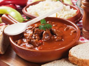 Rozgrzewa i syci. Jaka jest jeszcze kuchnia węgierska?
