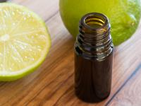 Olejek limonkowy – wspaniały aromat do apteczki i do kuchni!